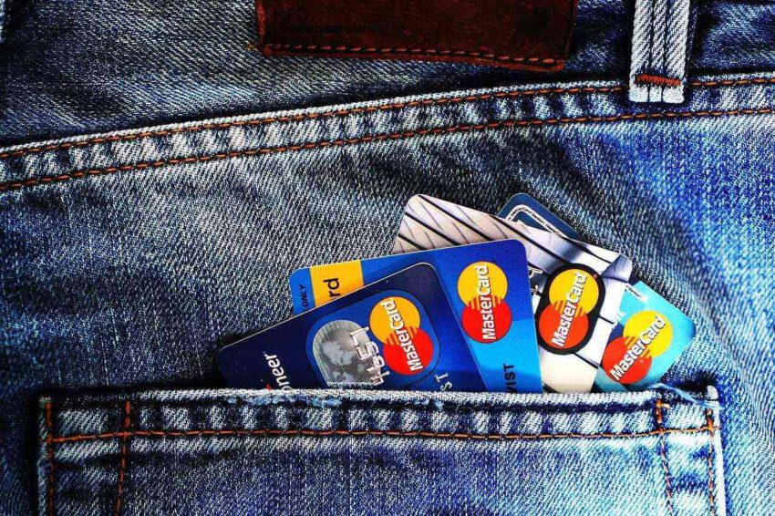 Sortir de l'engrenage des crédits revolving avec un rachat crédits